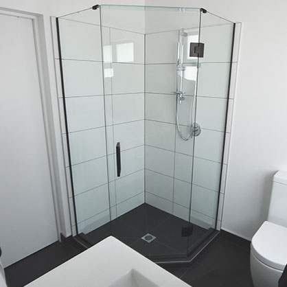 Frameless Angle Shower